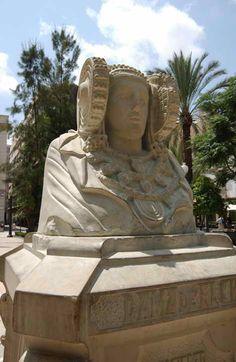 Reproducción de la Dama de #Elche en la Plaza de la Glorieta #visitelche