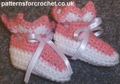 Free baby crochet pattern for booties http://patternsforcrochet.co.uk/baby-booties-usa.html #patternsforcrochet #freebabycrochetpatterns