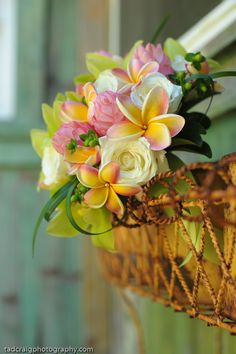 Beautiful tropical bouquet. Picture taken at The Haiku Mills, Maui, Hawaii. #caribbeanparty #partyideas
