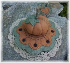 Halloween Mini Spider penny rug Pumpkin by pennylaneprims on Etsy, $5.00
