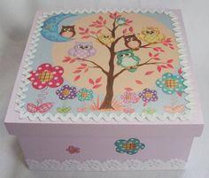 Caixa em mdf pintada à mão e decorada com decoupage tema corujinhas e renda inglesa. As cores e temas podem ser alteradas de acordo com a sua escolha. R$ 25,00