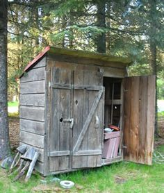 love this wonderful old shed