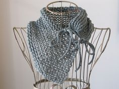 Balls to the Walls Knits: Tie-Closure Lace Trellis Cowl