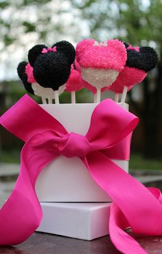 Sugar Coated Mickey & Minnie Mouse Cake Pops