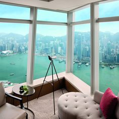 WOW - Ritz Carlton in HK with view over harbour