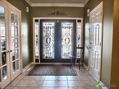 Loving this bright sunny entrance way in Barrie, ON! #ComFree #Househunting