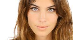 Alexa Chung Makeup Tutorial - Starring Alexa Chung! http://www.lisaeldridge.com/video/26437/alexa-chung-makeup-tutorial-starring-alexa-chung/