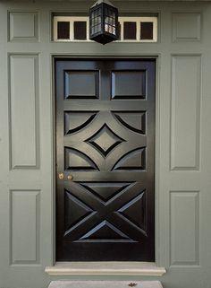 Benjamin Moore's Williamsburg Collection >> Door: Grand Entrance, High-Gloss, Mopboard Black CW-680. Panel and Trim: Aura Exterior, Low-Lustre, Gunsmith Gray CW-65.