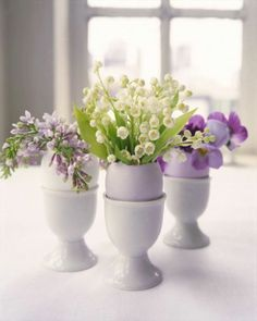 Easter table decor ideas, using eggs and flowers