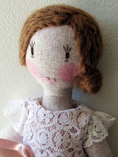 Lace dress, yarn hairstyle