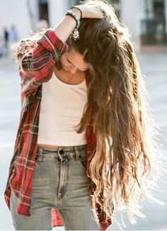 High waist pants, Cropped white shirt, Red Plaid Flannel Outfits, High Waist, Clothing, Street Style, Long Hair, Jeans, Plaid Shirts, Fall Fashion, Fashion Fall