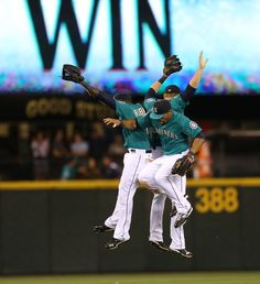Michael Saunders socks two as #Mariners push their winning streak to six with 5-3 win. 8/20/12