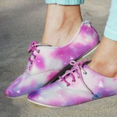Make tie dye Galaxy shoes with Swellmayde. So colorful and unique!