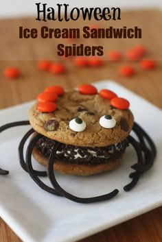Halloween ice cream sandwich spiders!
