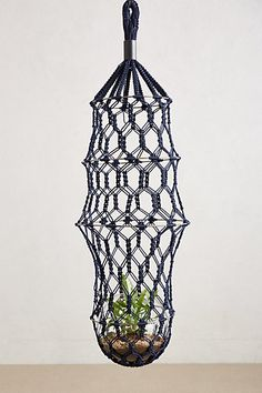 macrame hanging planter //
