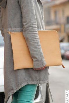 portadocuments de cuir / portadocumentos de cuero / leather briefcase