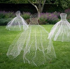 ghostly figures made from chicken wire {halloween decoration ideas}