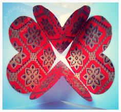 How to make a pop-up heart Valentine card. (www.hodgepodgecraft.com, step-by-step tutorial, wedding, save the date, love, easy paper craft project, recycle wrapping paper scraps)