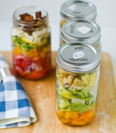 Make ahead salads in jars / Healthy, packable lunch