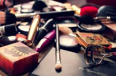 Old Makeup: Know when to toss it! Here is a list of items and time frames of when your makeup will expire.