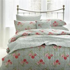 For a stylish way to snuggle up, try our lovely quilted Antique Rose bedspread. The vintage inspired print features fresh pink florals on duck egg background.  It is fully reversible with the option of a spotty design too. Perfect for an extra layer on cold nights or simply use as a decorative quilt.