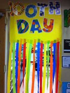 Great idea for a 100th day door! from Welcome to Room 36!: mrswilliamsonkinders blog 100th day, 100 days of school ideas, welcome door classroom, front doors, classroom door welcome, teacher blogs, kindergarten room ideas, teacher door ideas, 100days of school ideas