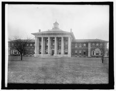 Main-Building-St.-Elizabeths-circa-1910-1925 (courtesy-Library-of-Congress)