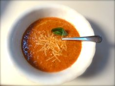 The BEST roasted red pepper and tomato soup ever! Super easy to make and healthy too!