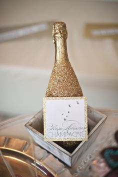 #DIY glitter champagne bottles gives champagne an even luxer look.