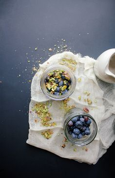 Blueberry Pistachio Parfait with Quinoa Granola and Maple Cashew Cream #vegan