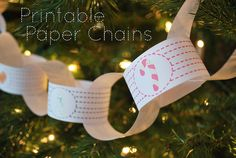 These Cookies for Santa Paper Chains by Wild Olive are beautiful free printables! Love these handmade Christmas decorations.