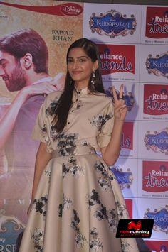 Sonam Kapoor Promote Khoobsurat At Reliance Trends