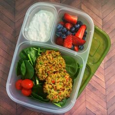 Healthy lunch recipe: Panko Edamame Cakes | packed in @EasyLunchboxes containers