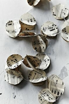 10 pretty paper craft projects. Deck the halls with a beautiful garland made from sheet music. #paper #craft