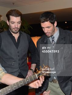 Television personalities Jonathan Scott and Drew Scott attend the... News Photo 455047593 | Getty Images