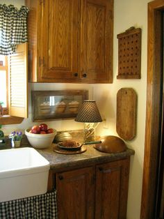 country living | Submitted by Fine Country Living Primitives 2009 lamps, kitchen photos, kitchen windows, soft light, lil lamp