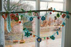 Crochet Flower Garland, via Flickr.