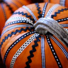 Easy No-Carve Halloween Pumpkins - use ribbons