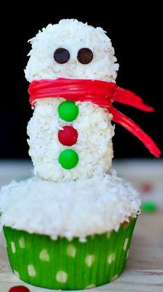 Festive Snowman Christmas Cupcake Topper ~ fun and easy to create using Nutter Butter cookies!
