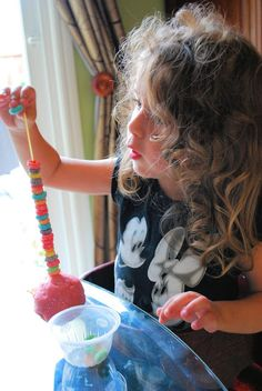 Fruit Loop Towers by messforless: Use a piece of pasta for the skewer. #Kids #Fine_Motor_Coordination