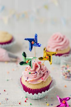Happy Pinwheel Cupcakes | Bakingdom