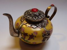I'm in LOVE with teapots.