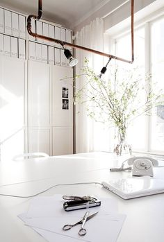 Love this white out office. Too bad all this white wouldn't last a minute in our studio.