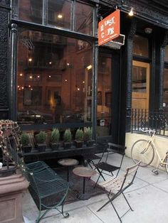 Today let's take a stroll down Bleeker St into the West Village. The buildings are fabulous - old and full of character.