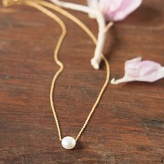 Floating Pearl Necklace. Lovely.