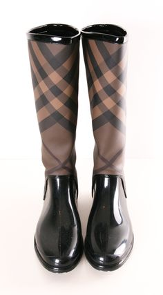 Burberry rain boots// need these for fall//