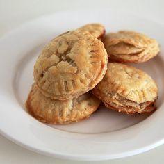 brie & fig bites finger food recipes, vegetarian appetizers, fig pie, appetizer recipes, finger foods, mini pies, puff pastries, pie bite, fig bite