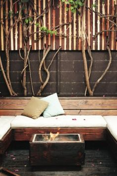 Backyard fireplace lounge