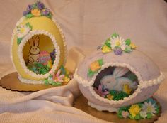 panoramic sugar eggs displayed on a cardboard base| Panoramic Sugar Easter Eggs