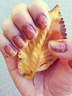 fall manicure ideas - Sparkly Ombre Fall Manicure